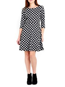 Wallis Mono Jacquard Spot Fit and