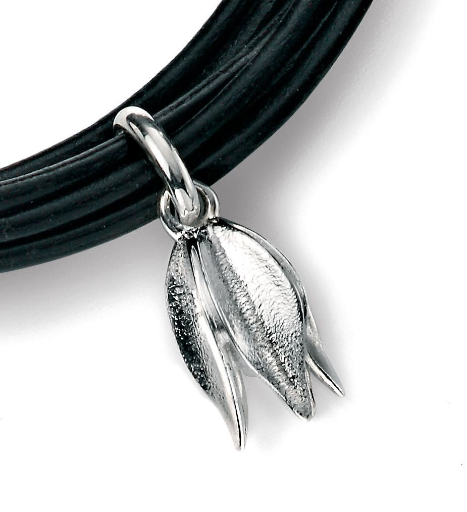 Black leather bracelet with triple flower charms