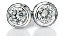 Round clear cubic zirconia stud earrings