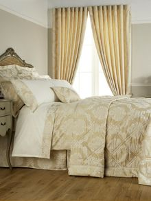 Christy Romeo bedspread