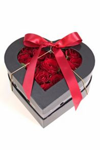 Floric Rose heart hat box