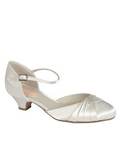 Protea low heel pleated round toe shoes