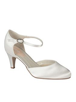 Freesia mid heel round toe shoes
