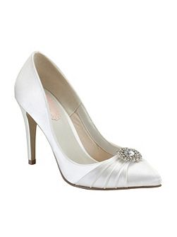 Honey pointed court shoes