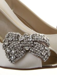 Selena diamante bow shoe clips