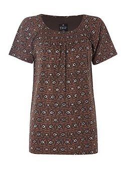 Short Sleeve Diamond Print Top