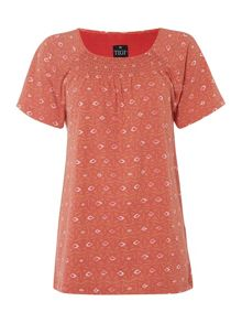 TIGI Short Sleeve Diamond Print Top