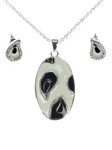Indulgence Jewellery Silver plated black and white set