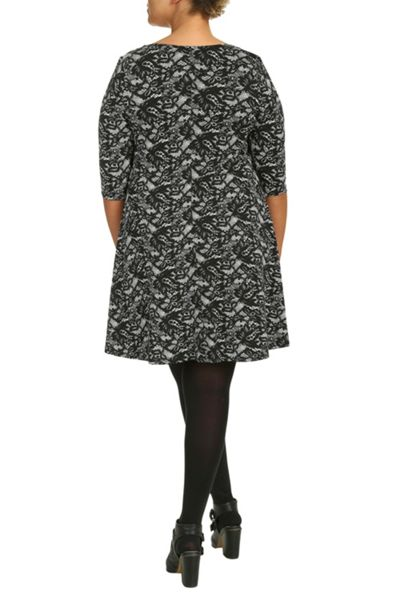 Threads Plus Size Print 3/4 Sleeve Swing Dress