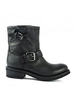 Tears destroyer leather boots