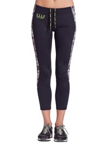 Elle Sport Sleek Side-Print Panelled Sports Capri