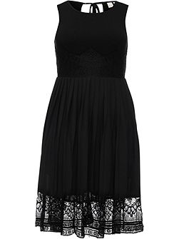Curve Pleated Hem Lace Dress