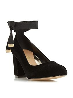 Avandra bow tie detail court shoes