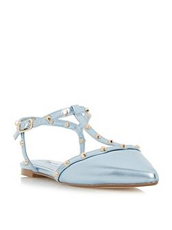 Cayote studded court shoes