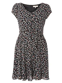 Billie and Blossom Petite Floral Ditsy Dress