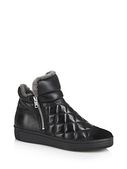 Quilted trainer