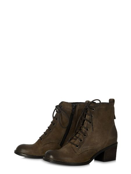 Cara Sabine ankle boot