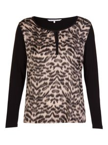Xandres xline Stretchable blouse with animal print.