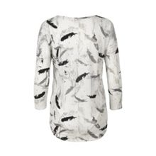 Jersey tshirt in a feather print.