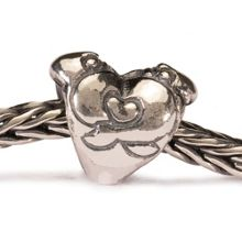 Hugging Heart silver charm bead