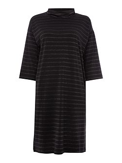 Relaxed fit dress made from a soft and