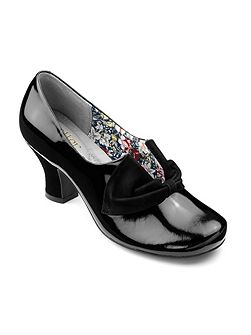 Donna ladies slip on court shoe