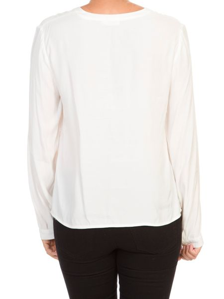 Lavand Blouse With Ruffle Detail