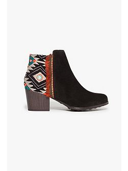 Black Indian Count Shoes