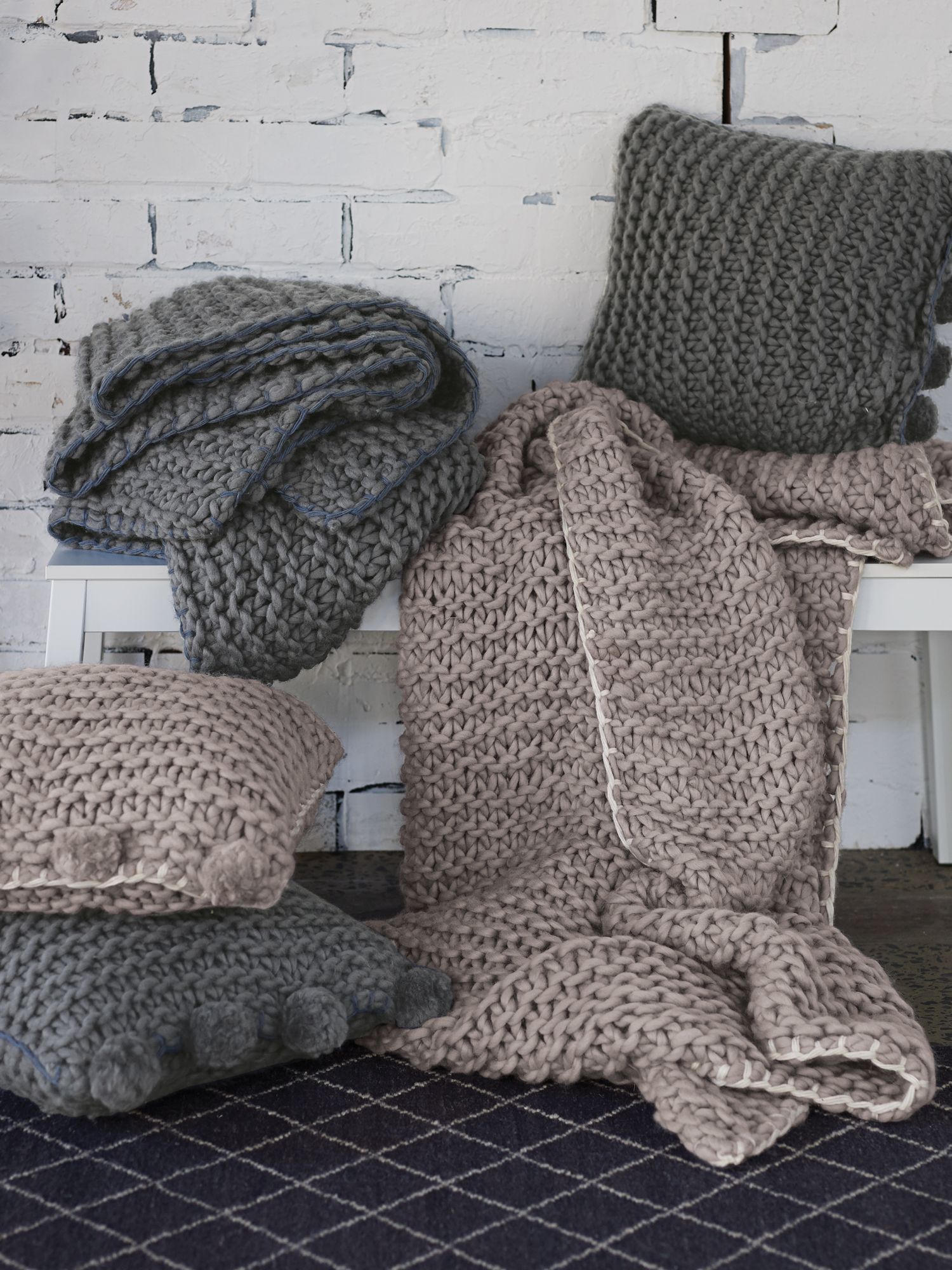 Aetos flax cushion knitted design