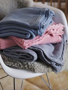Elliott chambray cot blanket with breathable fabr
