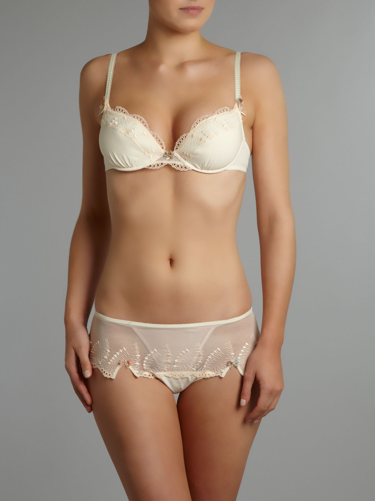 Envolee range in cream